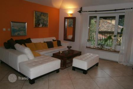 Coastal apartments for sale in Primorje-Gorski Kotar County. Beautiful apartment in an antique villa in Opatija