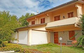5 bedroom houses for sale in Siena. Two-storey townhouse with a garage, Monteriggioni, Tuscany, Italy