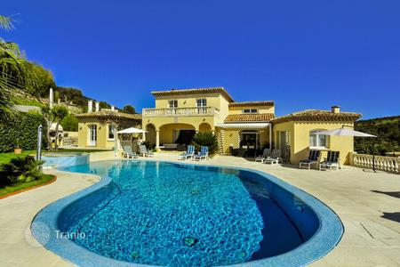 4 bedroom villas and houses to rent in Côte d'Azur (French Riviera). Villa Maxime