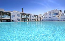Apartments with pools for sale in Valencia. Three-bedroom apartment in a new residence in Los Balcones, Torrevieja