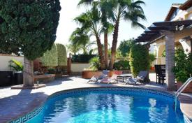 Spacious villa with a patio, a pool, a barbecue and a terrace, Estepona, Spain for 595,000 €