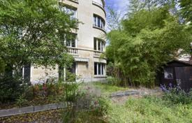 Luxury 3 bedroom apartments for sale in France. Neuilly-sur-Seine — Pasteur area — 267 m² garden