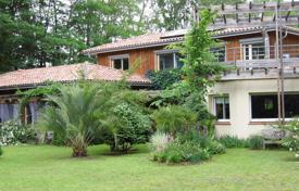 Property for sale in Nouvelle-Aquitaine. Spacious villa with a beautiful garden and a veranda, 10 minutes drive from Hossegor and the ocean front, Capbreton, France