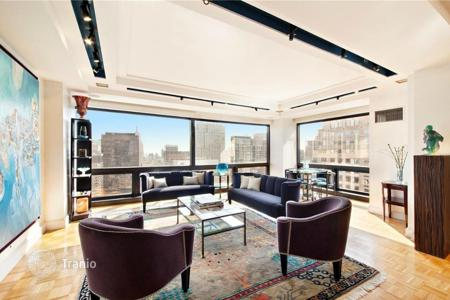 Property for sale in USA. Elegant apartment in Midtown, New York