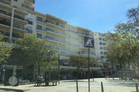 Coastal commercial property in Algarve. Commercial space in one of the shopping streets in the center of Albufeira, Portugal