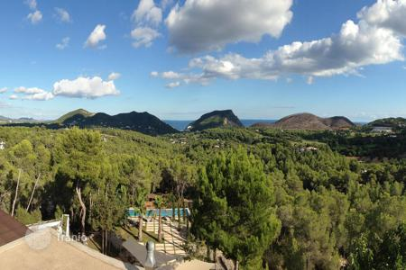Foreclosed houses with pools for sale in Southern Europe. Villa – Santa Eularia des Riu, Ibiza, Balearic Islands,  Spain