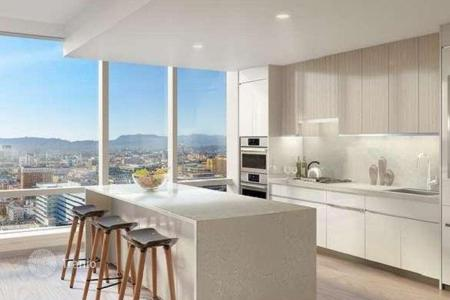 Property for sale in North America. Two-bedroom apartment in a brand new premium complex with pool, spa and fitness-club, Los Angeles, USA