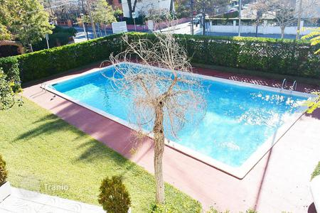 Coastal property for sale in Castelldefels. Apartment – Castelldefels, Catalonia, Spain
