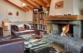 5 bedroom villas and houses to rent in Valais. Spacious chalet with 5 bedrooms, indoor pool, steam room, bar and parking. Switzerland, Verbier.
