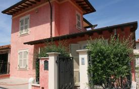 3 bedroom villas and houses to rent in Lucca. Detached house – Forte dei Marmi, Tuscany, Italy