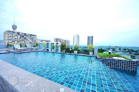 Condos for rent in Thailand. Furnished apartment in a modern condominium with a roof-top pool, at 350 meters from the sea, Pattaya, Thailand