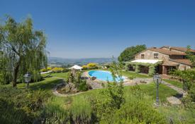 Houses for sale in Umbria. Prestigious farmhouse in Umbria