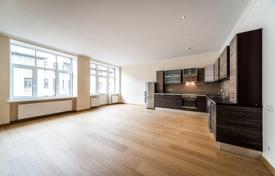 Apartments for sale in Latvia. Property in the center of Riga with the possibility of a free residence permit! Spacious 4-room furnished renovated apartment!