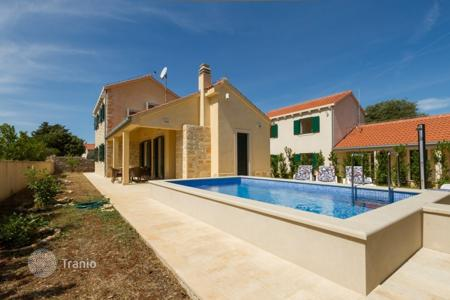 Coastal houses for sale in Croatia. Villa island Braс