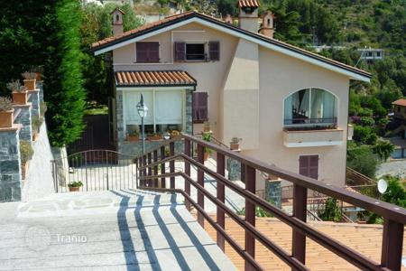 Houses for sale in Ventimiglia. Villa – Ventimiglia, Liguria, Italy