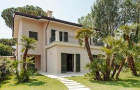 Luxury houses for sale in Tuscany. Villa in 100 m from the beach