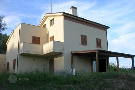 Property for sale in Città Sant'angelo. New villa with sea view and an olive grove in Città Sant'Angelo, Italy