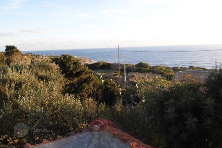 Apartments for sale in Apulia. Detached villa 50 meters from the sea for sale in Santa Maria di Leuca