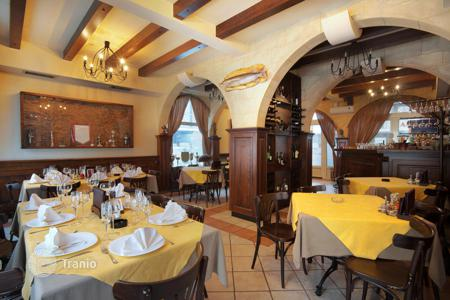 Restaurants for sale in Spain. Restaurant with terrace and apartment on the first sea line, Valencia, Spain