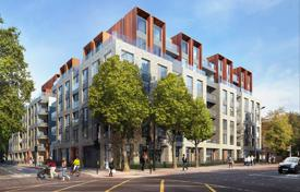 Residential for sale in London. Luxury two-bedroom apartment with two terraces in a new residential complex with a concierge and a garden in the city center, London, UK