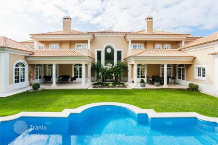 Luxury houses for sale in Cascais. Luxury villa with well-tended garden and a private swimming pool in Cascais