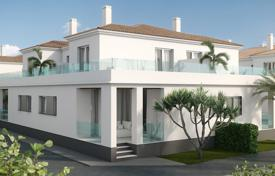Cheap townhouses for sale in Spain. 3 bedroom townhouse with solarium in Villamartín