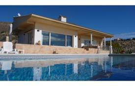 4 bedroom houses for sale in El Campello. Villa of 4 bedrooms with private pool in El Campello