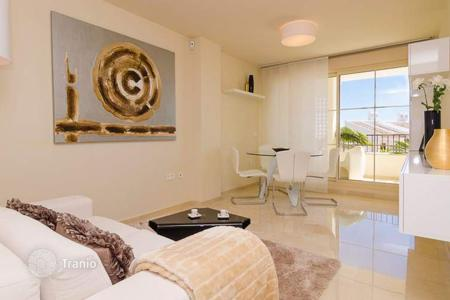 Property for sale in Alicante. New two-bedroom high class apartment with a large terrace in Sierra Cortina, suburb of Benidorm, Costa Blanca