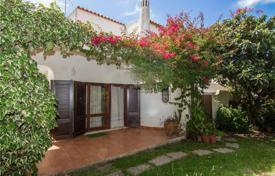 4 bedroom houses for sale in Albufeira. Spacious cottage with a garden and a terrace, Albufeira, Portugal