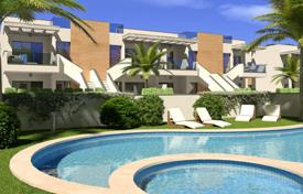Cheap houses with pools for sale in Costa Blanca. Detached house – Torre de la Horadada, Valencia, Spain