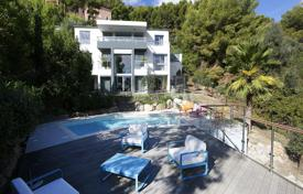 4 bedroom houses for sale in Roquebrune - Cap Martin. Modern three-storey villa with a lift, a swimming pool and a garden, just minutes from Monaco, Roquebrune — Cap Martin, France
