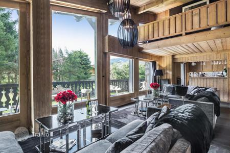 Chalets for rent in Megeve. Modern chalet with a fireplace and terraces, at 600 meters from the slopes, Megeve, France