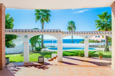 Villas and houses for rent with swimming pools in Andalusia. Detached house – Rincón de la Victoria, Andalusia, Spain