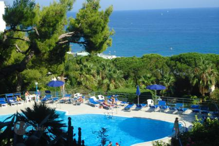 Cheap apartments with pools for sale in Sanremo. Apartment - Sanremo, Liguria, Italy