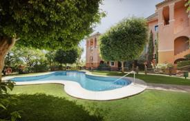 3 bedroom apartments for sale in Andalusia. Excellent Apartment, El Real de los Halcones, Benahavis