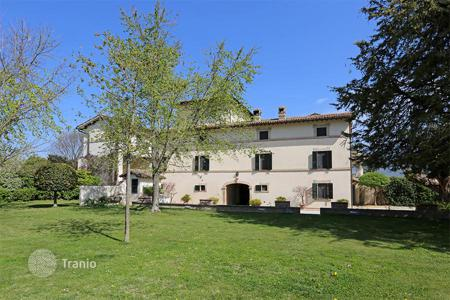 6 bedroom houses for sale in Umbria. Luxury Farmhouse for Sale in Umbria