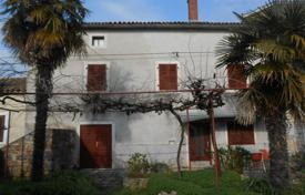 Cheap houses for sale in Istria County. House House in a row in Rovinj village, just 7 km from Rovinj