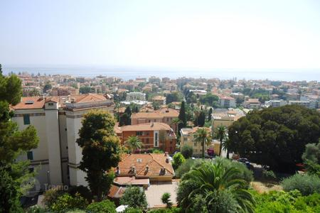 2 bedroom apartments for sale in Milan. Comfortable apartment 800 meters from the beach in Bordighera, Liguria