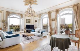 4 bedroom apartments for sale in Ile-de-France. Paris 16th District – An over 200 m² apartment overlooking the Bois de Boulogne