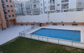 Penthouse with a terrace in a residential complex with a swimming pool, Reus, Spain for 217,000 €