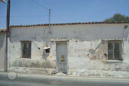 Cheap houses with pools for sale in Cyprus. 1 Bedroom Attached house in Geri
