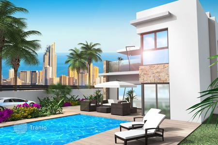 4 bedroom houses for sale in Benidorm. 4 bedroom villa with basement and panoramic views to Benidorm