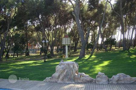 Chateaux for sale in Catalonia. Country house on the land of 1.5 Ha on sale in Vilanova i la Geltru