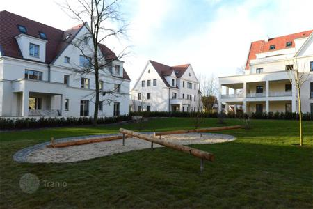 2 bedroom apartments from developers for sale in Germany. Apartment with spacious terrace, 2 bedrooms and a hobby room in a new residence, in the prestigious area Dahlem, near the center of Berlin