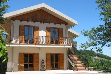 5 bedroom houses for sale in Abruzzo. Villa in Civitella Casanova. Italy