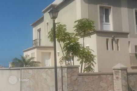 Townhouses for sale in Chayofa. Terraced house – Chayofa, Canary Islands, Spain