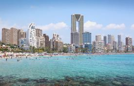 3 bedroom apartments for sale in Valencia. 3 bedroom apartment with sea views in front of the beach in Benidorm
