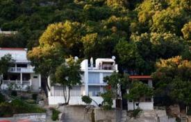 Residential for sale in Ulcinj (city). Villa on the first line Steeper, Ulcinj