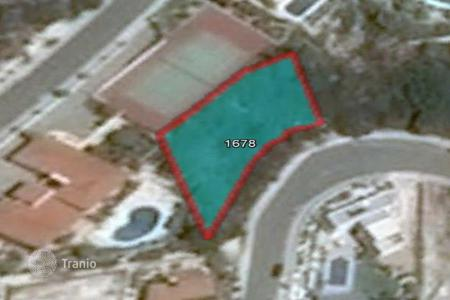 Cheap development land for sale in Paphos. 718 m² Plot in Peyia