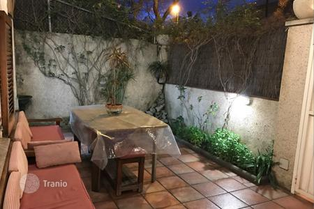 3 bedroom houses by the sea for sale in Costa del Garraf. Two-storey house with a terrace, in a busy area near the sea, Castelldefels, Barcelona, Spain